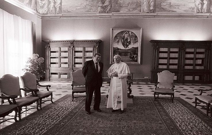 Franz Josef Strauß und Papst Johannes Paul II. im Vatikan 1985