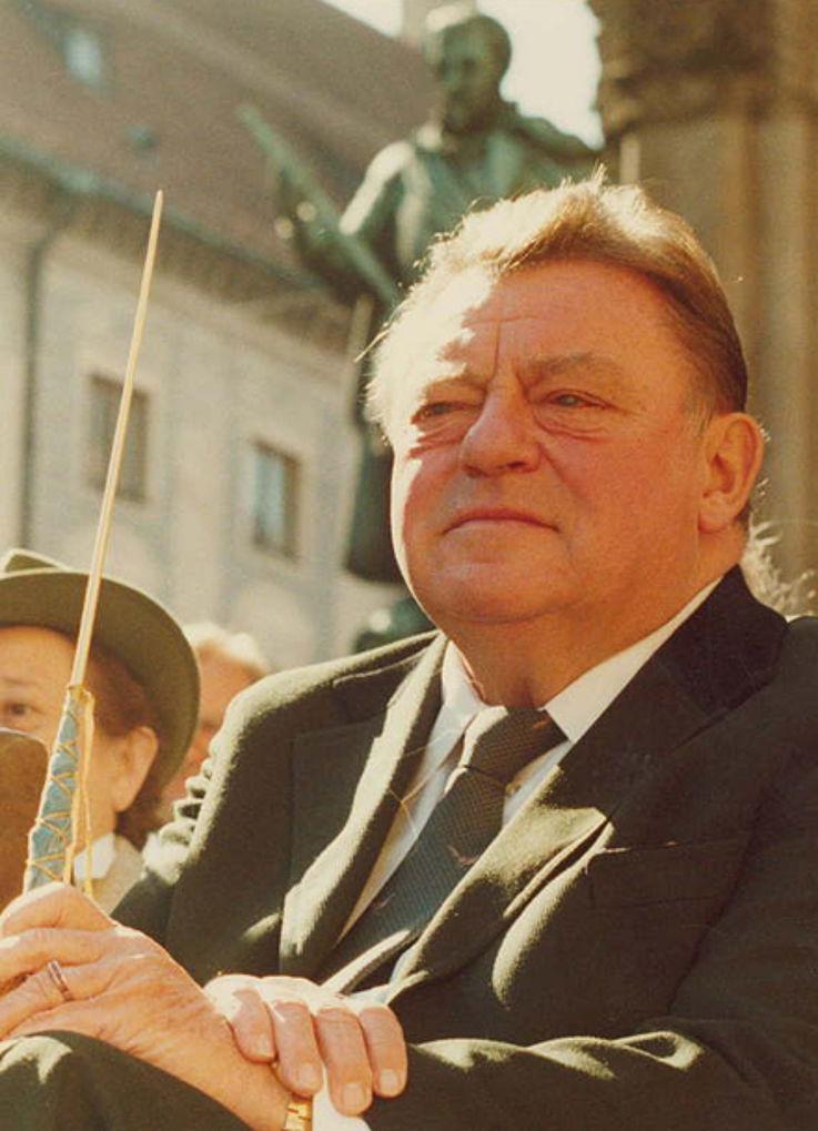 Franz Josef Strauß bei seinem 70. Geburtstag vor der Münchner Residenz