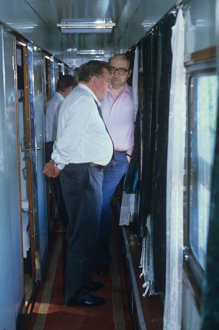 Im Gespräch mit Wilfried Scharnagl im Zug in Asien 1985