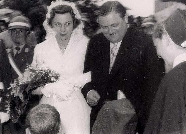 Franz Josef und Marianne Strauß nach der kirchlichen Trauung in Rott am Inn 1957