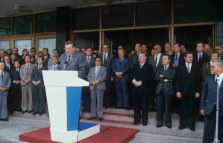 """Eröffnung der Ausstellung """"Wirtschaftspartner Bayern"""" 1985 in Quingdao/Volksrepublik China"""