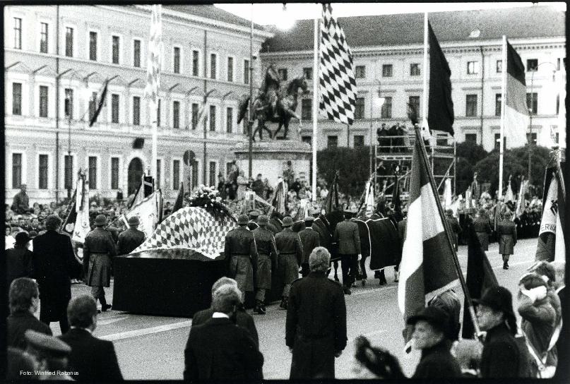 Trauerzug auf der Ludwigstraße