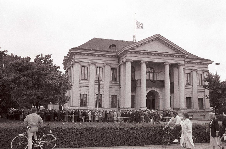 Abschied der Münchner Bevölkerung vor dem Prinz-Carl-Palais