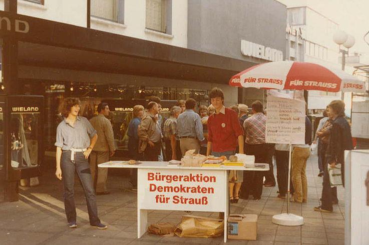 """Informationsstand der Bürgeraktion """"Demokraten für Strauß"""" anlässlich der Bundestagswahl"""