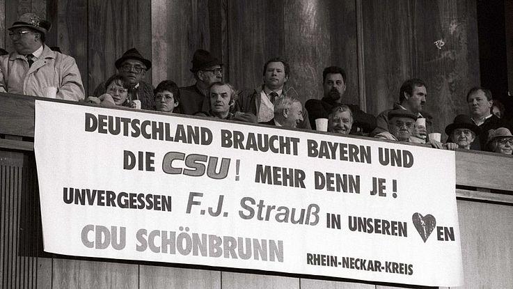 """""""Unvergessen F. J. Strauß in unserem Herzen"""" Politischer Aschermittwoch 1989"""