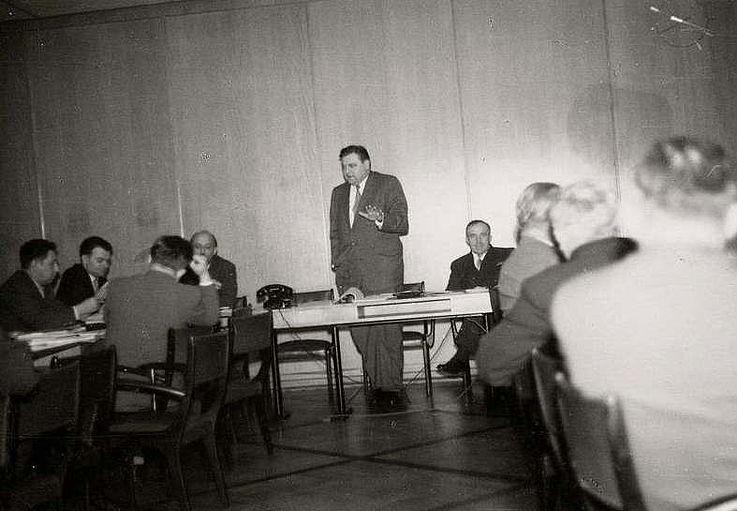 Während einer Sitzung der CSU-Landesgruppe im Bundeshaus in Bonn 1956