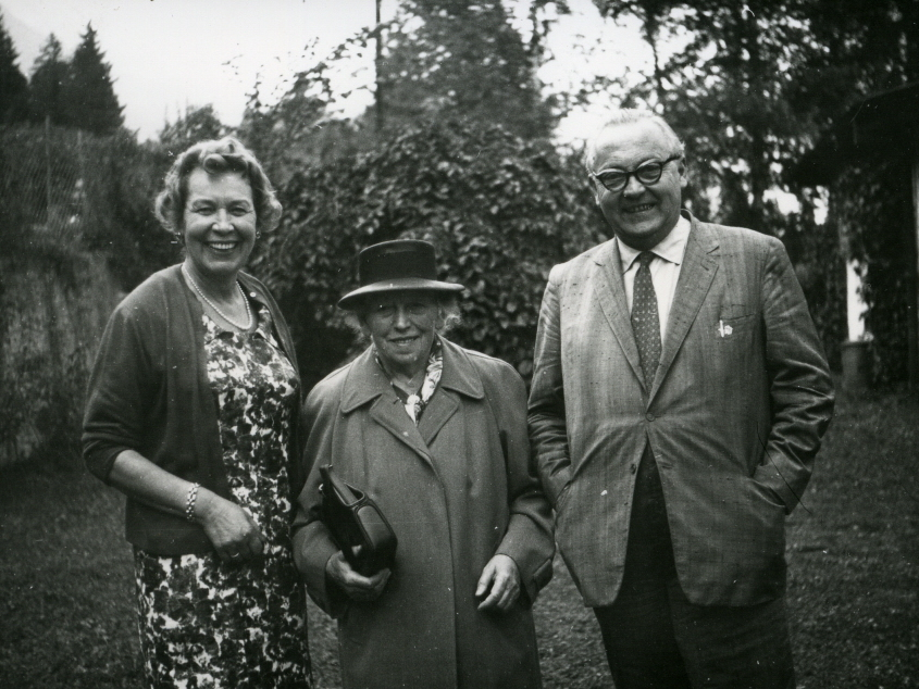 Ilse und Max Zwicknagl mit Walburga Strauß in der Mitte, etwa 1957