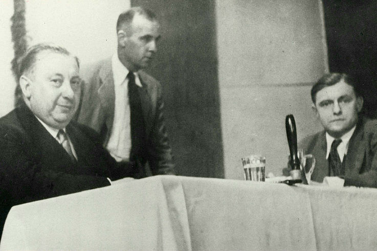 Parteivorsitzender Josef Müller und Generalsekretär Franz Josef Strauß auf der CSU-Landesversammlung in Straubing 1949