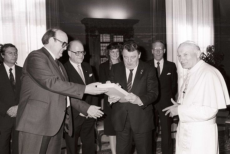 FJS bei Papst Johannes Paul II. mit Tochter Monika und Wilfried Scharnagl