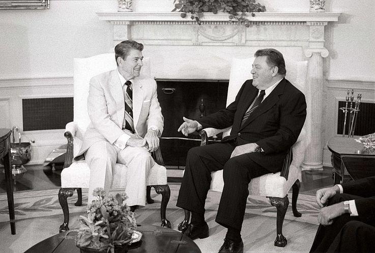 Franz Josef Strauß im Gespräch mit Ronald Reagan im Weißen Haus 1988