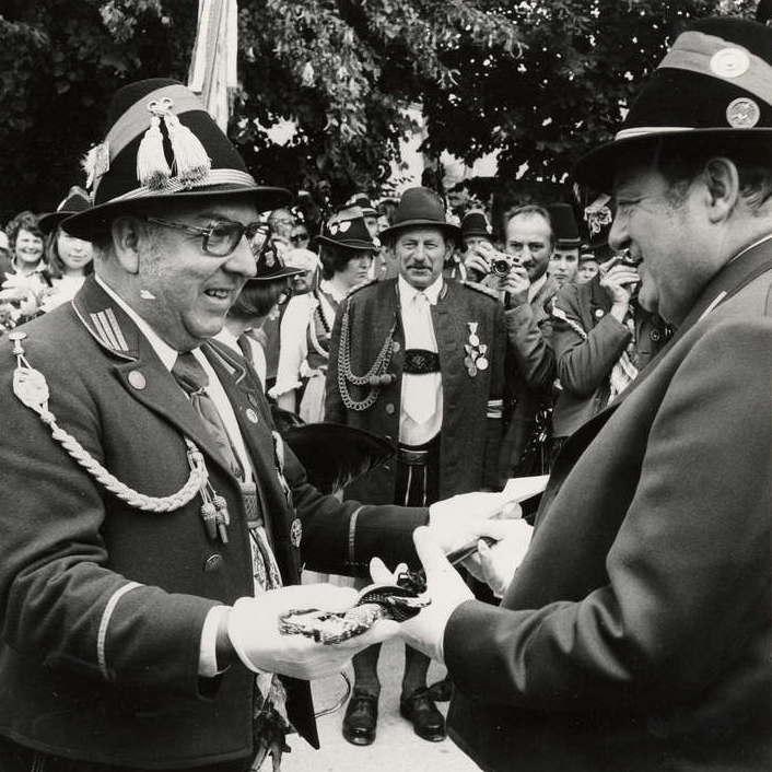 Ernennung zum Ehrenoffizier der Gebirgsschützenkompanie Mittenwald 1975