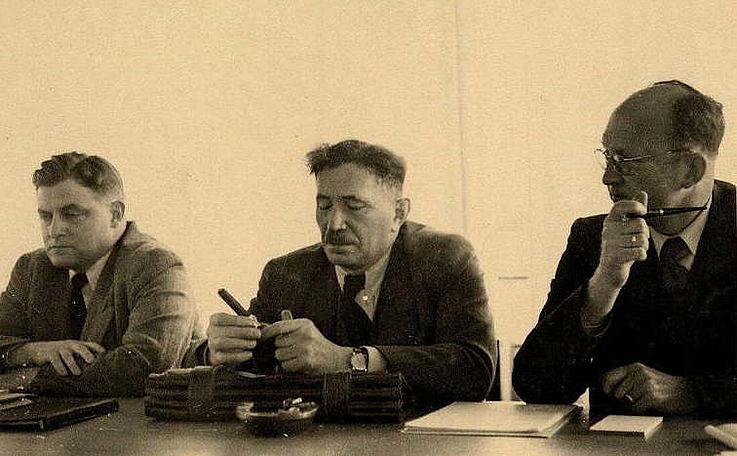 Franz Josef Strauß mit Hans Storch und Peter Horn während einer Sitzung der CDU/CSU-Bundestagsfraktion in der ersten Wahlperiode 1949 bis 1953