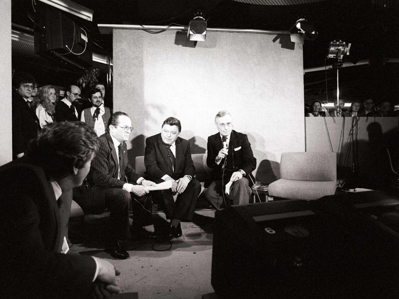 Franz Josef Strauß wird auf einer Wahlparty zur Bundestagswahl 1983 interviewt