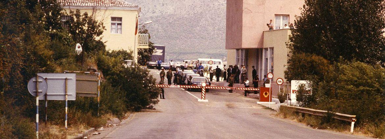 Blick auf die albanische Grenze mit dem unerwarteten Empfangskomitee, 17.8.1984
