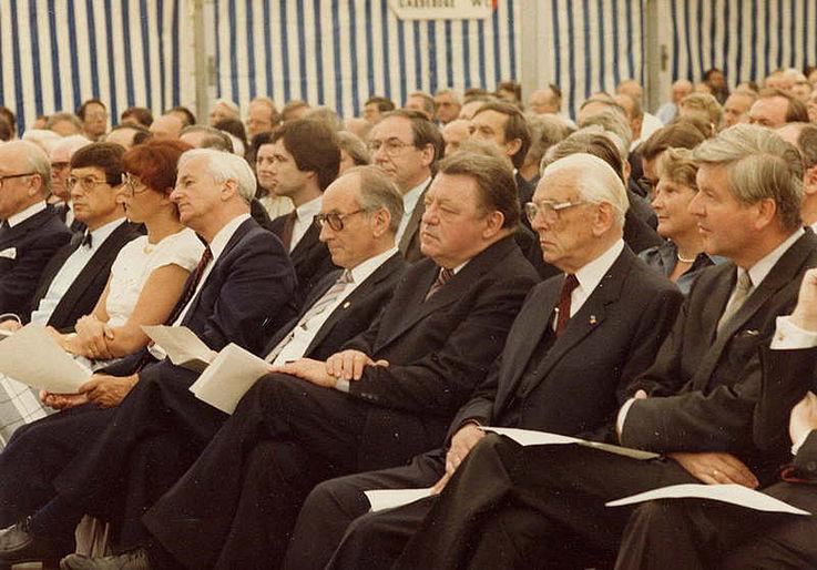 Anlässlich der 25-Jahr-Feier des Max-Planck-Instituts für Plasmaphysik 1985