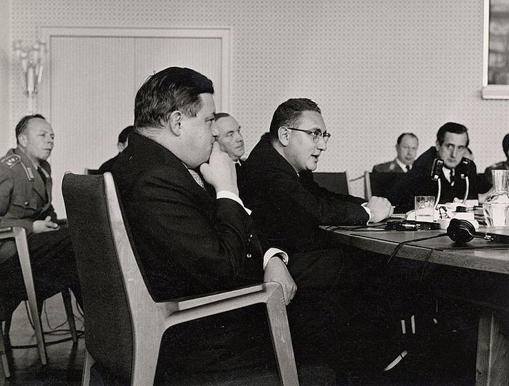 Mit Henry Kissinger anlässlich einer Tagung in Bonn 1959