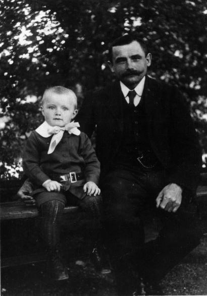 Franz Josef Strauß mit seinem Vater 1918