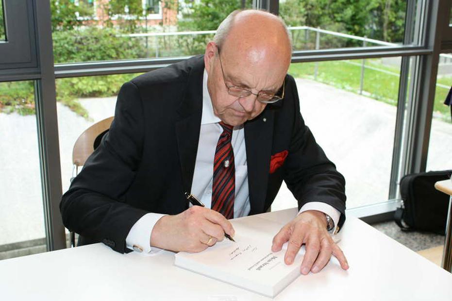 """Buchpräsentation von Wilfried Scharnagl """"Mein Strauß. Staatsmann und Freund """" am 9. Dezember 2008 in der Hanns-Seidel-Stiftung"""
