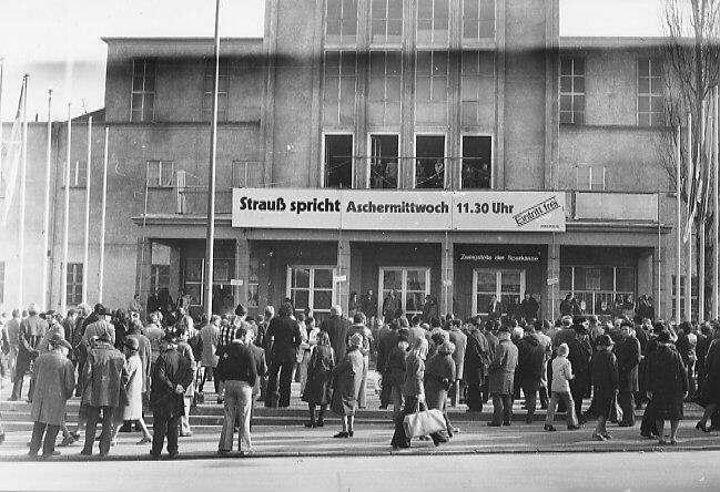 Die Passauer Nibelungenhalle anlässlich des Politischen Aschermittwochs 1975